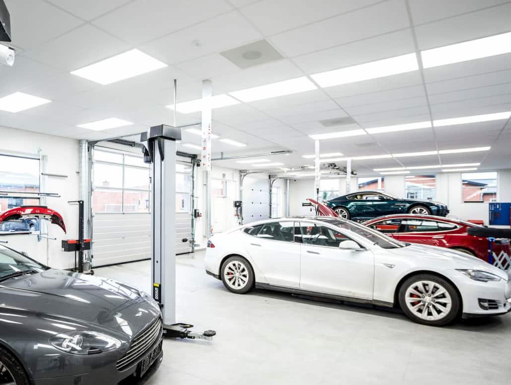 specialbiler på værksted